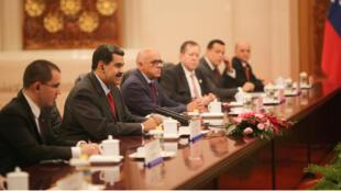 El presidente de Venezuela, Nicolás Maduro, sonríe durante una reunión con el primer ministro chino, Li Keqiang, en Beijing, el 14 de septiembre de 2018.