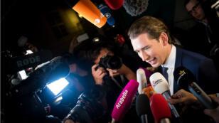 Sebastian Kurz à son arrivée au palais de la Hofburg, à Vienne, dimanche soir.