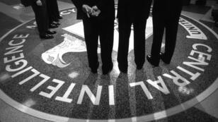 Le président américain George W. Bush visite les quartiers généraux de la CIA.