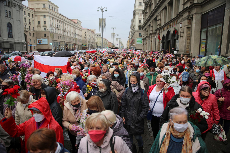 2020-10-12T164549Z_887515955_RC24HJ9FQSGL_RTRMADP_3_BELARUS-ELECTION-PROTESTS