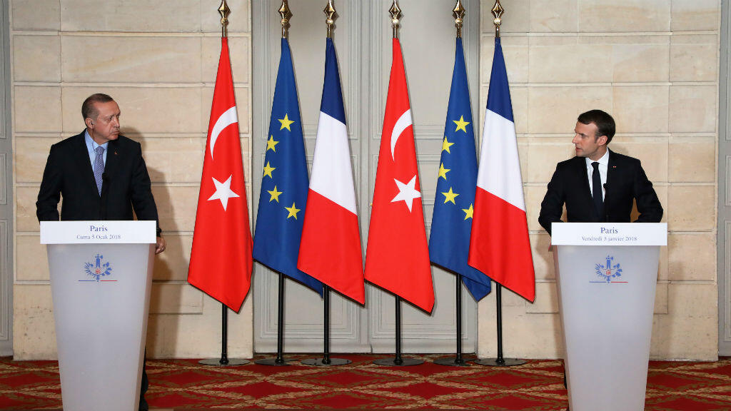 French President Emmanuel Macron (R) and Turkish President Recep Tayyip Erdogan at a joint press conference on January 5, 2018 in Paris.
