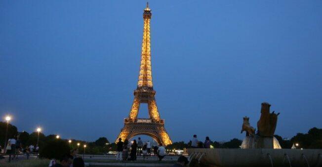 برج إيفل أبرز المعالم السياحية في باريس
