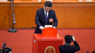 الرئيس الصيني شي جينبينغ في الجمعية الوطنية الشعبية في بكين في 10 آذار/مارس 2018