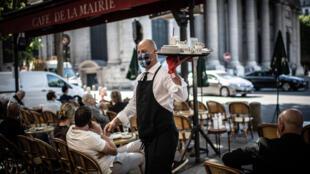 Réouverture des terrasses des cafés et restaurants, à Paris le 2 juin 2020