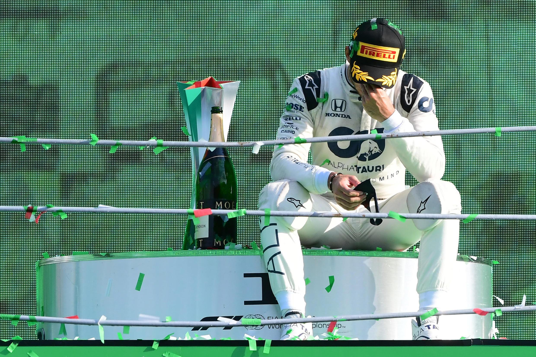 Pierre Gasly sur le podium, après sa victoire au Grand Prix d'Italie, dimanche 6septembre.
