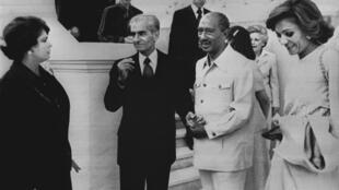 الرئيس المصري انور السادات وشاه ايران السابق في 17 نيسان/ابريل 1980 في القاهرة