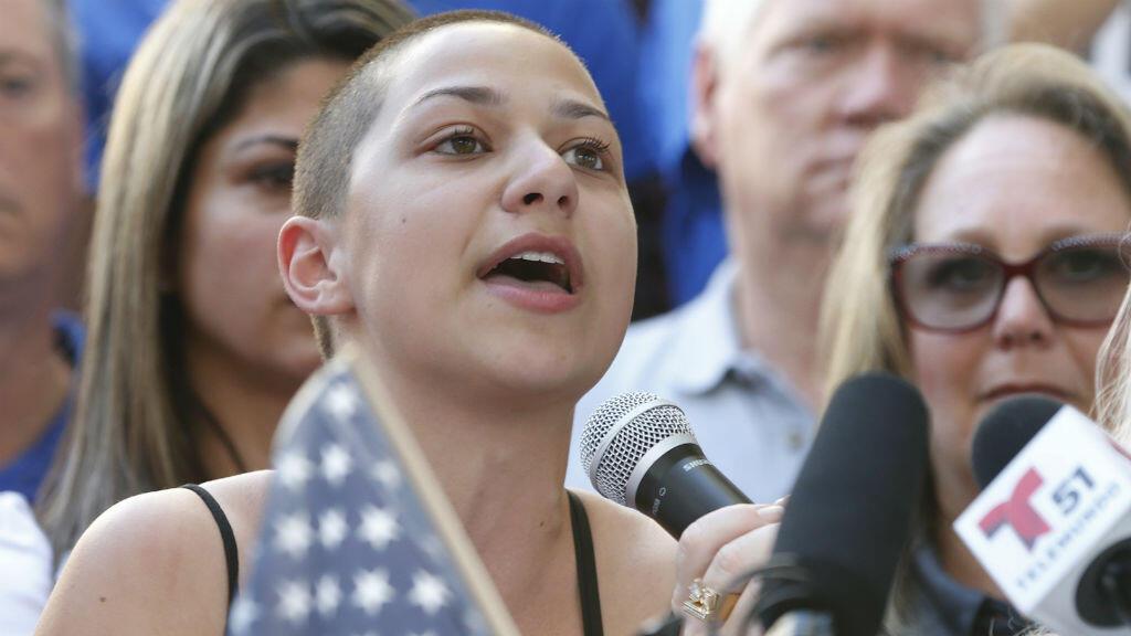 Emma Gonzalez, 18 ans, a pris la parole lors d'un rassembement anti-armes à feu samedi 18 février à Fort Lauderdale (Floride).