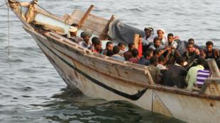 Des migrants illégaux au large d'Aden, au Yémen, en septembre 2016.