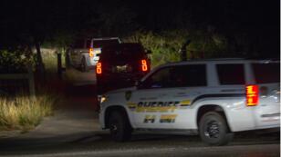 La police américaine pénètre dans la propriété du suspect de la fusillade au Texas, dimanche 5novembre.