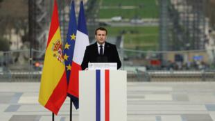 الرئيس الفرنسي إيمانويل ماكرون يلقي كلمة في اليوم الوطني لتكريم ضحايا الإرهاب