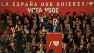 بيدرو سانشيز ،رئيس الحكومة الاشتراكي، خلال خطاب حملته الانتخابية، فالنسيا،  26 أبريل نيسان 2019.