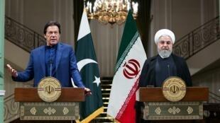رئيس الوزراء الباكستاني عمران خان والرئيس الإيراني حسن روحاني في طهران. 13 أكتوبر/تشرين الأول 2019.