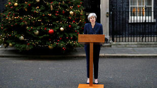 Theresa May, mercredi 12 décembre 2018, devant le 10 Downing Street.