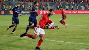 عمرو السولية لاعب الأهلي المصري يحتفل بتسجيل الهدف الثاني في مرمى الترجي التونسي في دهاب نهائي أبطال أفريقيا 2 تشرين الثاني/نوفمبر 2018