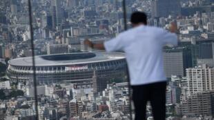 لقطة عامة للملعب الرئيسي الذي ستجرى فيه الألعاب الأولمبية في طوكيو في 21 حزيران/يونيو 2021