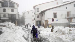 تساقط الثلوج في مدينة موريلا في إسبانيا - 22/01/2020