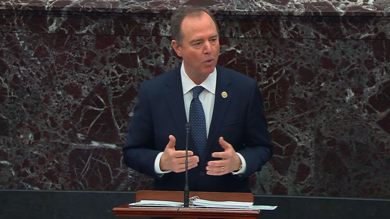 El jefe de los designados fiscales del juicio político, Adam Schiff, presenta los argumento contra el presidente Donald Trump en el Senado en Washington, EE. UU., el 22 de enero de 2020.