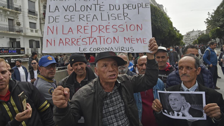 الجزائر: أحكام  قاسية  بالسجن النافذعلى ثلاثة ناشطين على خلفية منشورات في فيس بوك