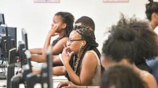 Entre 20 et 30 étudiants de l'université Howard sur la côte est des États-Unis seront recrutés par Google pour une formation au siège de l'entreprise, àMountainView, en Californie.