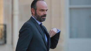 """Edouard Philippe a mis en garde, le 27 mars 2020, contre """"la vague extrêmement élevée"""" de l'épidémie de coronavirus qui """"déferle sur la France""""."""