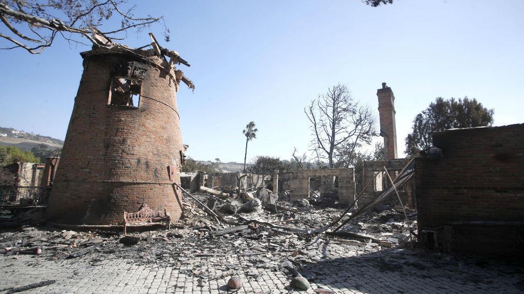 Fotografía de la casa del artista alemán Thomas Gottschalk luego de ser devastada por el incendio forestal Woosley en Malibú, California. 12 de noviembre de 2018.