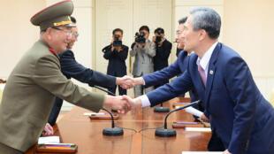 Les discussions militaires entre les deux Corées ont été suspendues en 2015.