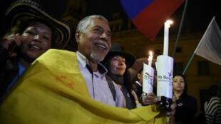 كولومبيون يحتفلون باتفاق السلام الجديد في 12 تشرين الثاني/نوفمبر 2013