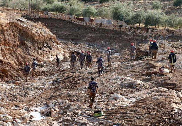 Defensa Civil de Jordania busca niña desaparecida tras fuertes lluvias