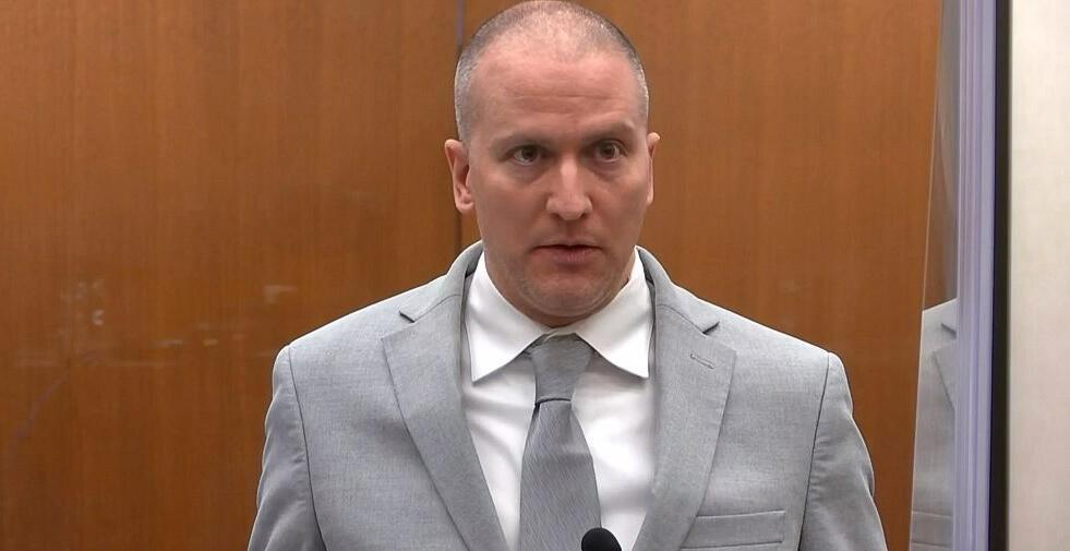 لقطة تظهر الشرطي السابق ديريك شوفين خلال إدانته بالسجن 22 عاما ونصف عام بتاريخ 25 حزيران/يونيو 2021