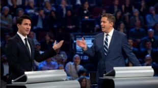 Le candidat libéral Justin Trudeau et le candidat conservateur Andrew Scheer lors d'un débat à Gatineau, au Québec, le 7 octobre 2019.
