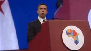 رجل الأعمال الجزائري علي حداد يلقي كلمة أمام منتدى الأعمال الأفريقي بالجزائر 3 ديسمبر/كانون الأول 2016