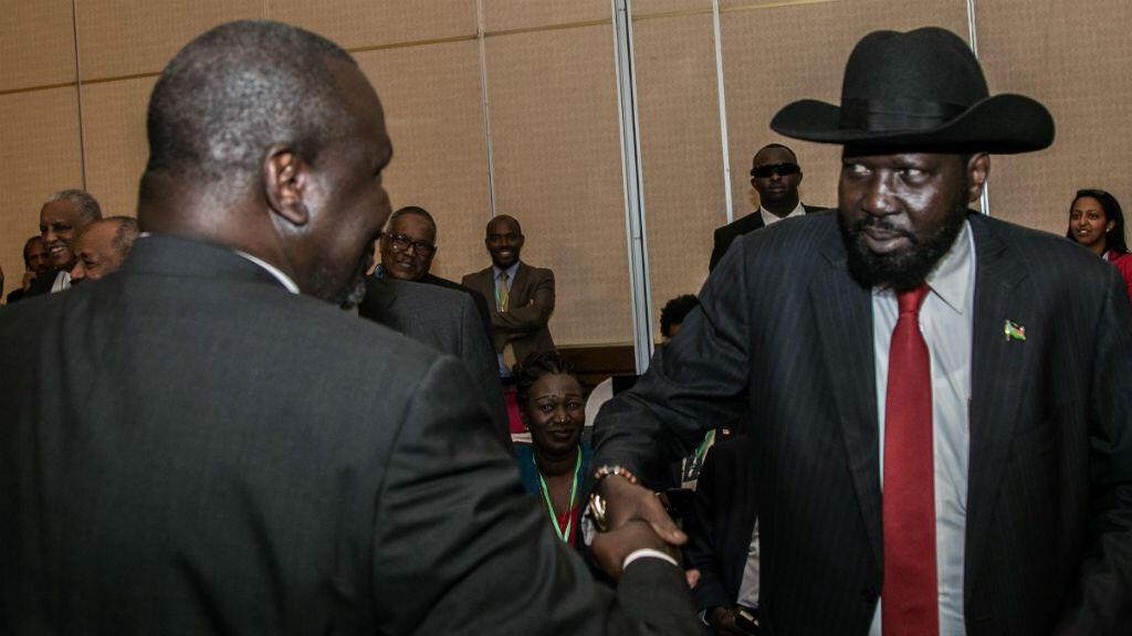Le président sud-soudanais Salva Kiir et son rival Riek Machar à Addis Abeba, le 21 juin 2018.
