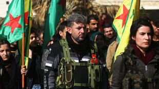 Des combattants de l'YPG paradent dans Afrin, le 28 janvier 2018 (archives).