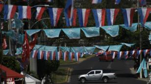 Affiches et guirlandes électorales dans les rues de San Salvador, à la veille du premier tour du scrutin présidentiel, le 2 février 2019.