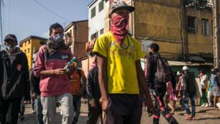Dans une rue du quartier d'Isotry de Madagascar, le 16 mai 2020