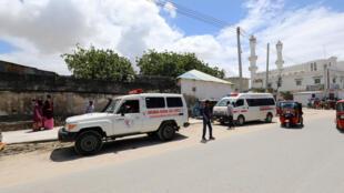 سيارات الإسعاف أمام موقع التفجير في مقديشو. 08/08/2020