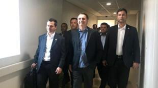 El presidente de Brasil, Jair Bolsonaro, abandona el hospital Albert Einstein de la ciudad de Sao Paulo, Brasil, el 13 de febrero de 2019.