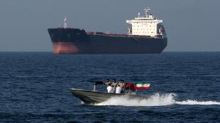 دورية إيرانية في مضيق هرمز، في 30 أبريل/نيسان 2019.
