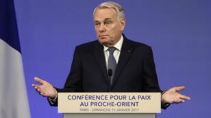 Le ministre français des Affaires étrangères Jean-Marc Ayrault s'est adressé aux pays participants à la conférence de la paix au Moyen-Orient le 15 janvier 2017, à Paris.
