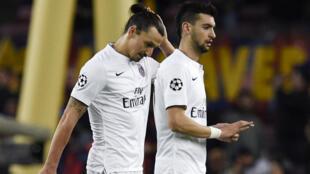 Les Parisiens Zlatan Ibrahimovic et Javier Pastore à la fin de la rencontre.