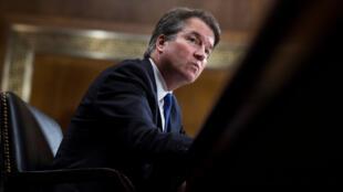 El juez Brett Kavanaugh tomó posesión antes de testificar ante el Comité Judicial del Senado de los EE. UU., en el Capitolio en Washington, EE. UU., el 27 de septiembre de 2018.