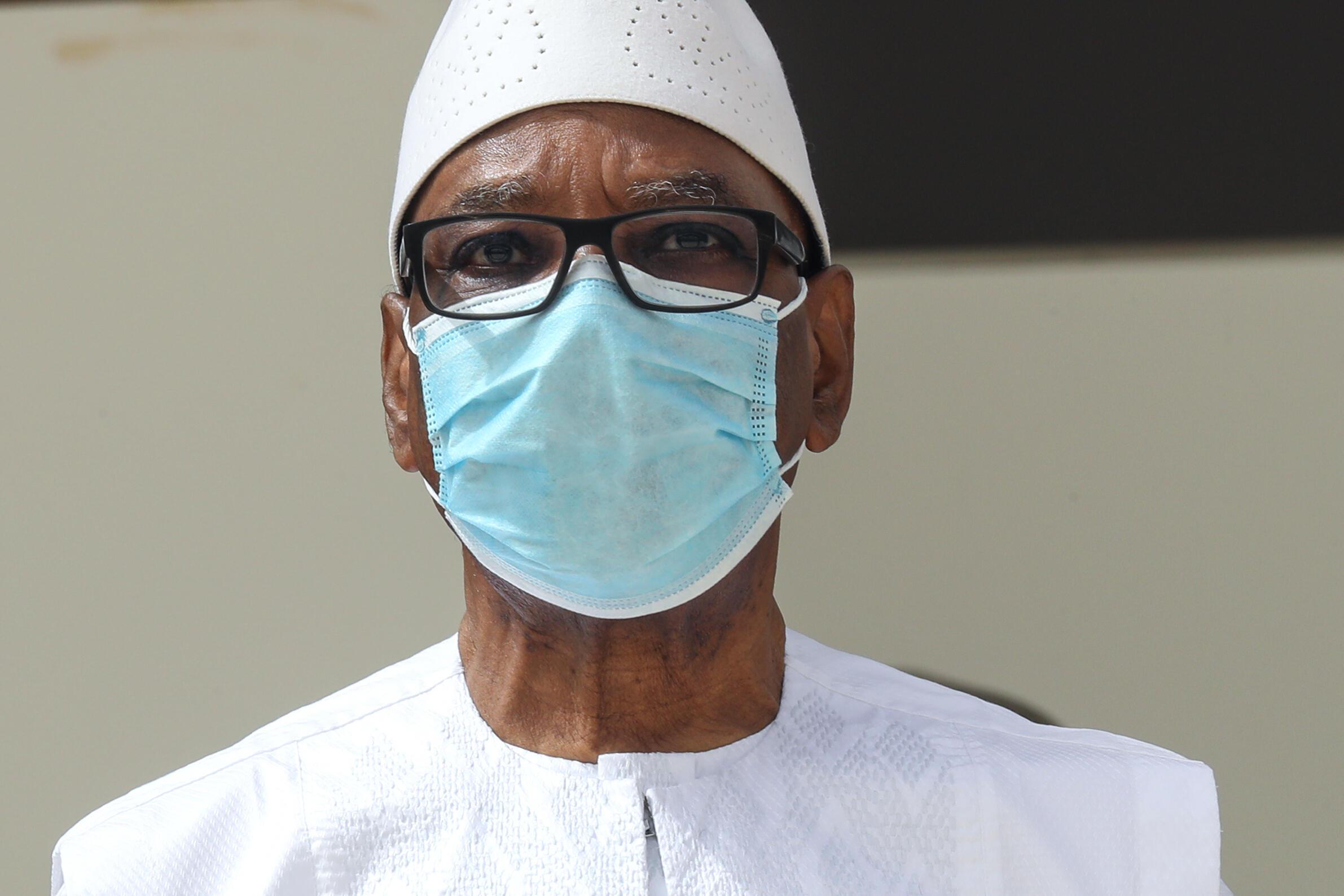 """El derrocado presidente Ibrahim Boubacar Keïta """"está en casa"""", anunció la junta militar en el poder. Aquí, durante una cumbre del G5 Sahel el 30 de junio de 2020, en Nouakchott."""
