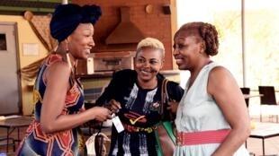 L'actrice française Nadege Beausson Diagne, l'actrice burkinabé Azata Soro et la militante et cinéaste camerounaise Pascale Obolo, le 28 février 2019 lors du Festival panafricain du film et de la télévision de Ouagadougou (FESPACO).