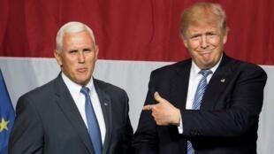 Donald Trump et le gouverneur de l'Indiana Mike Pence, lors d'un meeting à Westfield, le 12 juillet 2016.