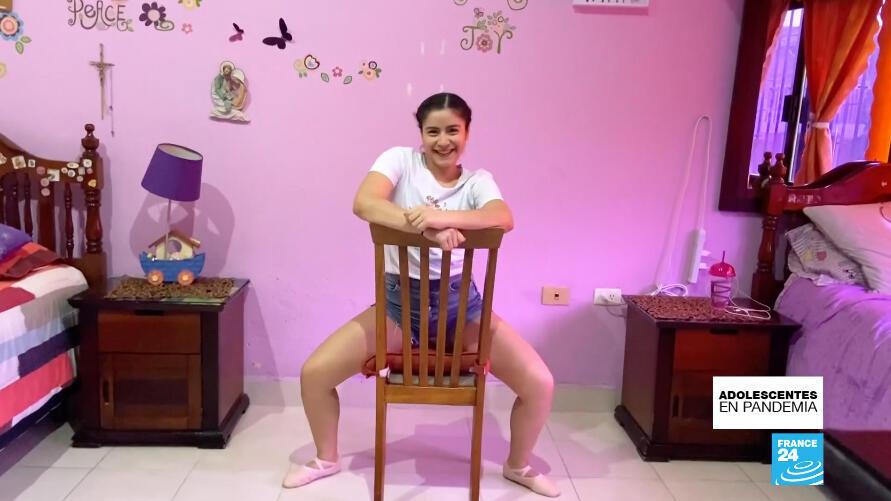Gabriela Lagunes, de 15 años, ha logrado gracias al baile y a otras actividades atacar el aburrimiento que le deja la extensa cuarentena en Tabasco, México.
