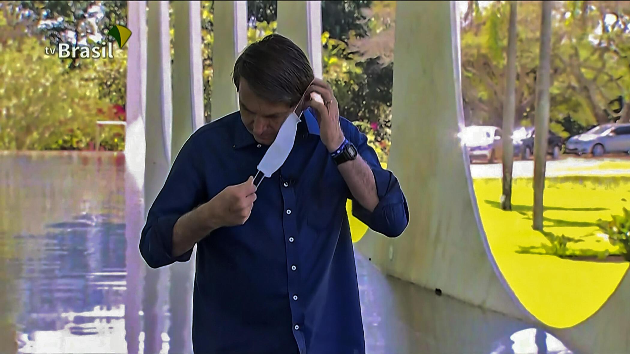captura de video de una rueda de prensa del presidente brasileño Jair Bolsonaro, frente al Palacio Presidencial, en Brasilia, el 7 de julio de 2020.