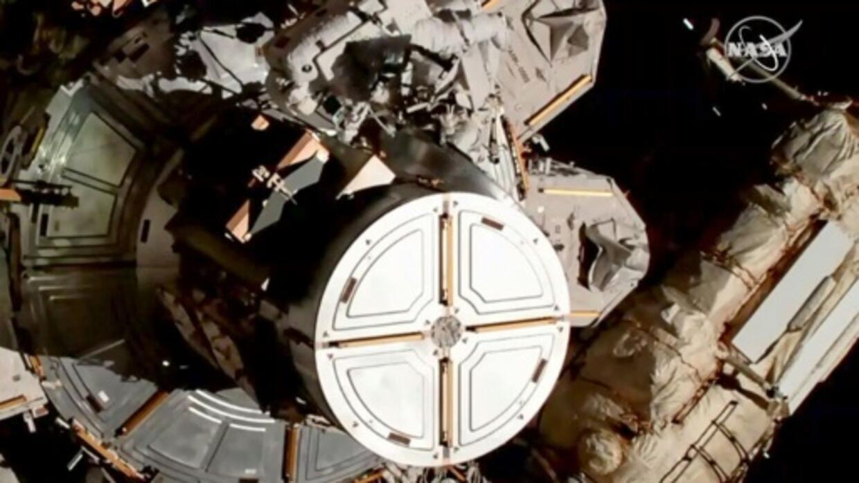 Pour la première fois, deux femmes sortent ensemble dans l'espace