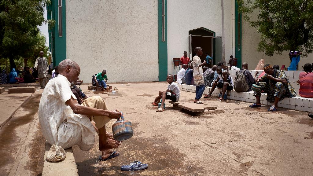 El Gobierno de Mali, ante el miedo de la propagación del coronavirus, ha instalado estaciones de lavado frente a la entrada de las mezquitas.