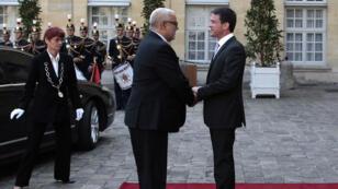 رئيس الوزارء الفرنسي مانويل فالس لدى استقباله نظيره المغربي