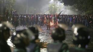 Bangladeshi university students clash with police in Dhaka